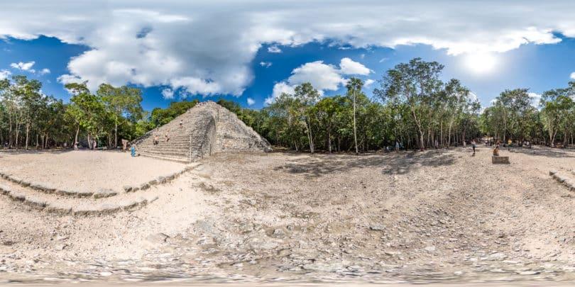 Die große Pyramide von Cobá