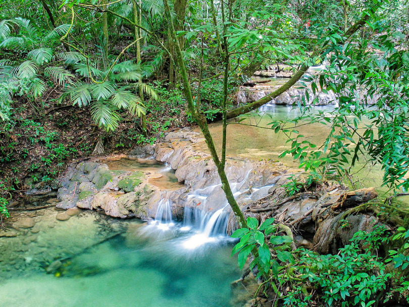 Wasserfall im Regenwald bei Palenque
