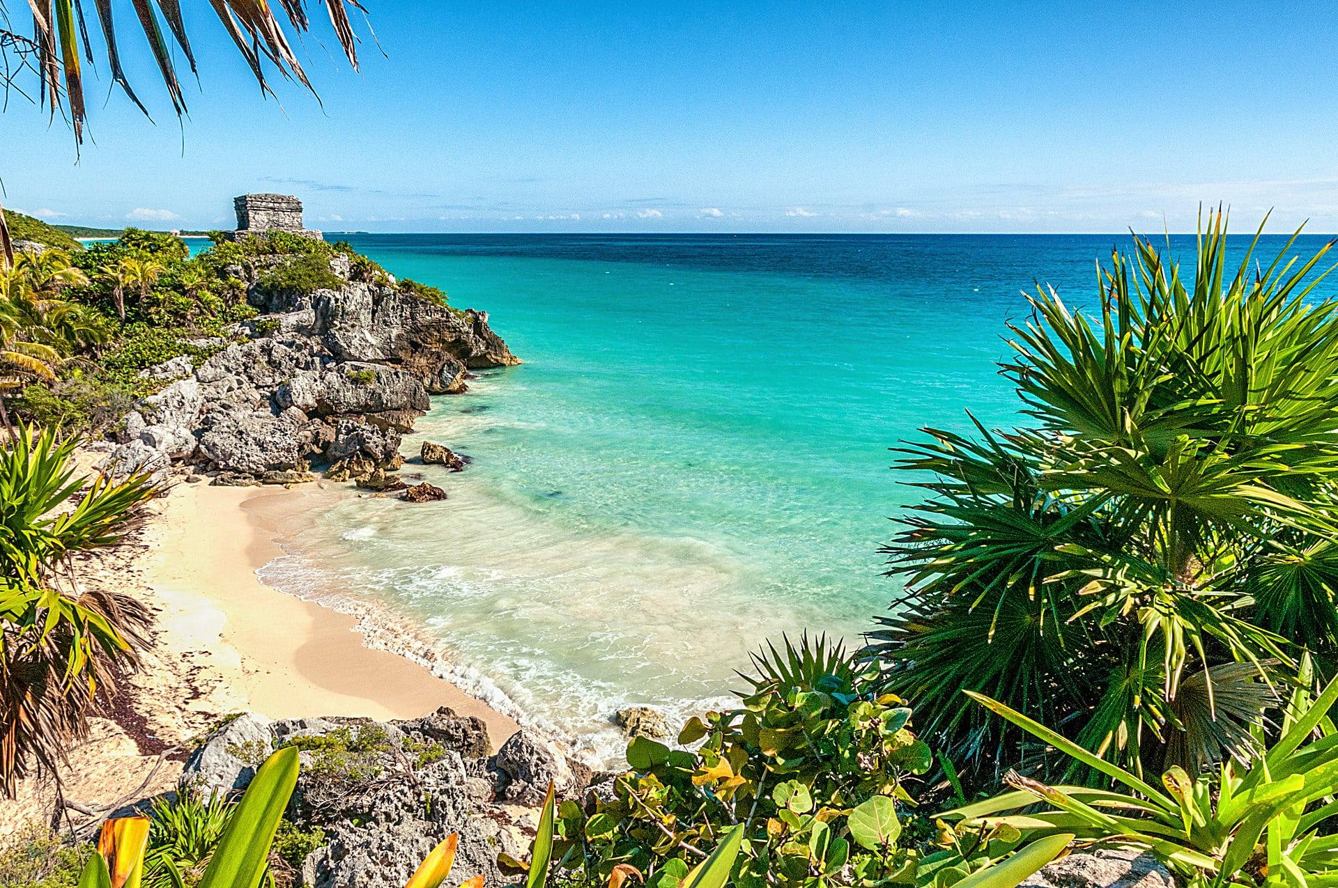 Tulum - Die Mayastätte Tulum liegt direkt an der Karibikküste